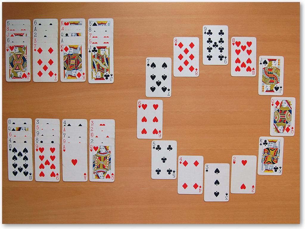 Игра называется пасьянс часы, потому что пасьянс раскладывается в форме часов.